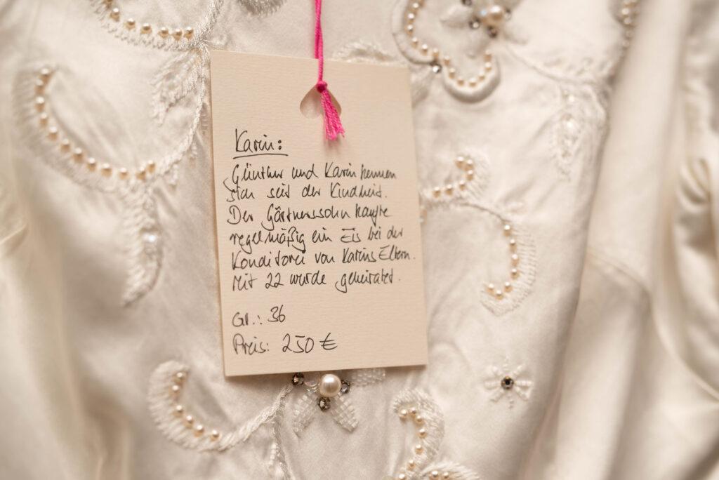 Vererbt Brautmoden, Vintage Brautkleider gebraucht mit Geschichte, Individuelle Brautkleider, Vintage Hochzeit, Businessfotografie Köln, Nachhaltiger Fotograf, Nachhaltige Hochzeit